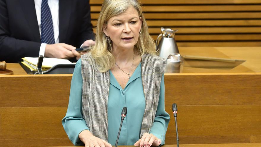 La consellera de Justicia, Gabriela Bravo, en su comparecencia en la Diputación Permanente de las Corts.
