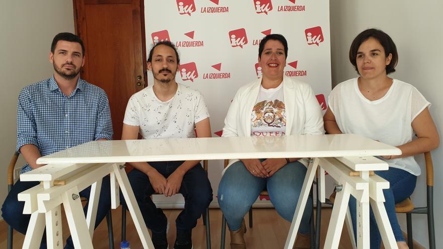 Alberto Garzón (i) en la presentación de la campaña electoral de IUC.