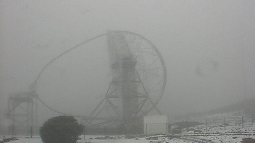 Nieve en el Roque de Los Muchachos captada por la webcam de los Telescopios Magic.