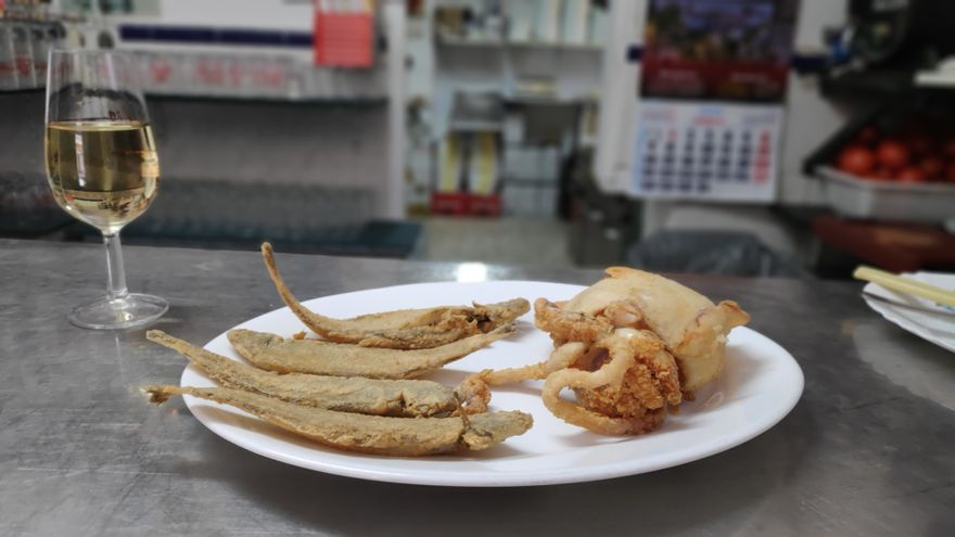 El choco entero frito es el rey del Rincón Bético.