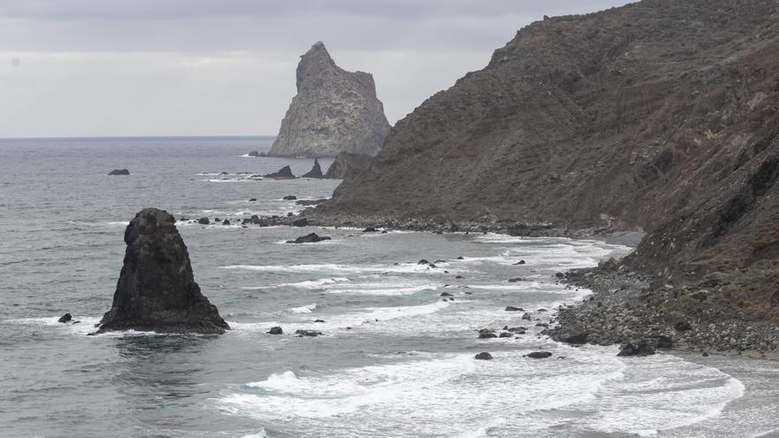 Cabildo de Tenerife y Ayuntamiento de Santa Cruz preparan un plan para evitar aglomeraciones en las playas de Anaga esta Semana Santa