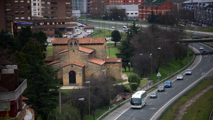 La Iglesia Santullado con autovía acceso Oviedo