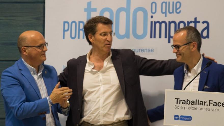 Feijóo, con Jesús Vázquez y Baltar en un mitin de las municipales de 2015