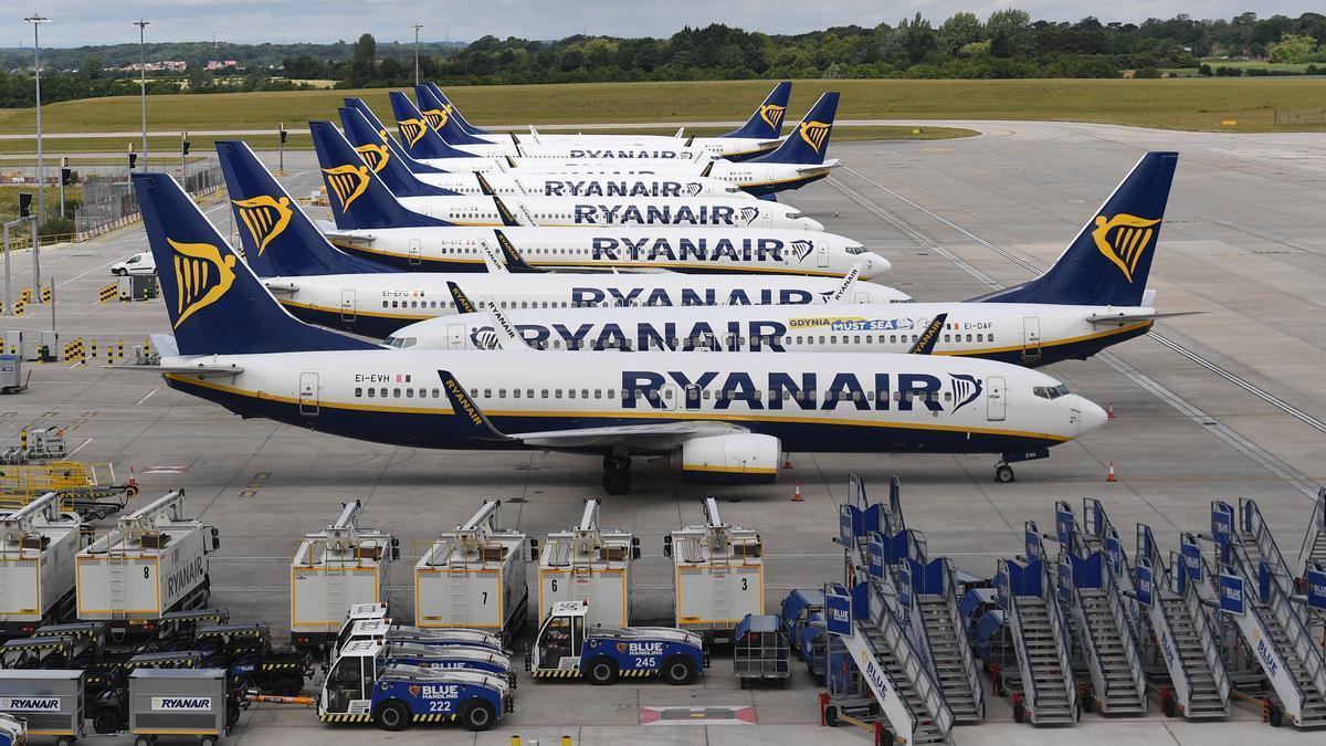 Imagen de archivo de aviones de Ryanair. EFE/EPA/ANDY RAIN/Archivo