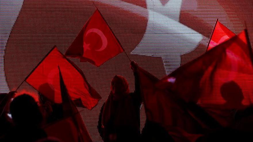 Turquía suspende a 29 miembros del Consejo Supremo de Radio y Televisión