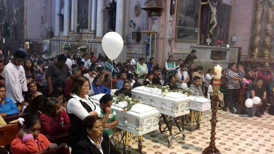 Oficio religioso tras el asesinato de tres menores en México.