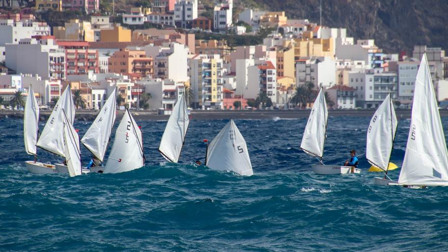 Kuan Deutschen en Optimist y Dayalis Sánchez en Láser 4.7 lideran la clasificación provisional del Campeonato Insular de Vela - Trofeo Cabildo de La Palma