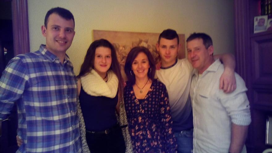 Daniil con Amaia, Eva, Unai y Javier tras el reencuentro