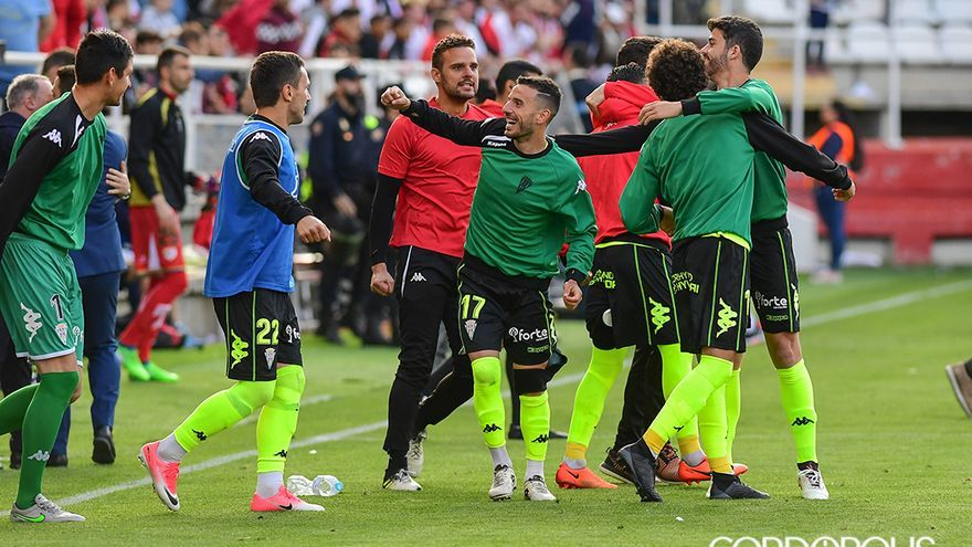 Jugadores blanquiverdes al final del Rayo Vallecano - Córdoba (1-2) | LOF