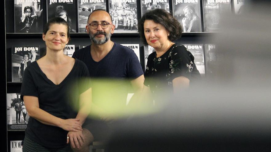 Los socios fundadores de la librería 'Caótica', Maite Aragón, Begoña Torres y Joaquín Sovilla.   JUAN MIGUEL BAQUERO