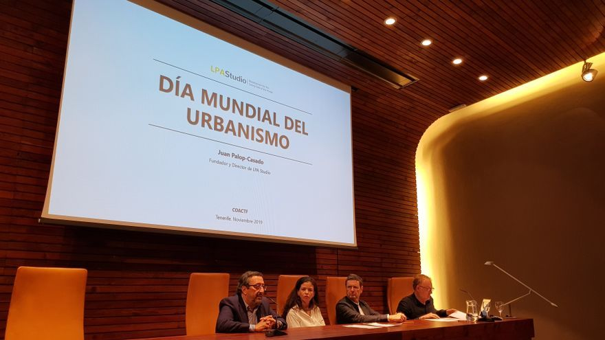 El decano del Coactfe, Argeo Semán, presenta las conferencias con motivo del Día Mundial del Urbanismo 2019