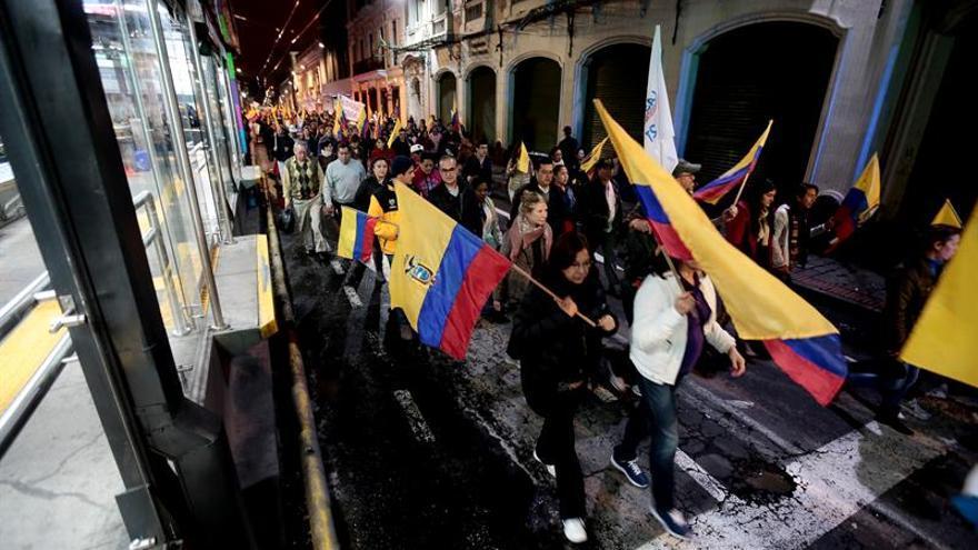 """Ecuatorianos vuelven a marchar en protesta por el supuesto """"fraude"""" electoral"""