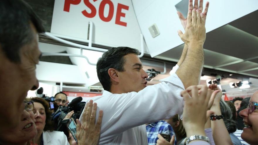 Pedro Sánchez, en Ferraz tras su victoria en las primarias del PSOE.