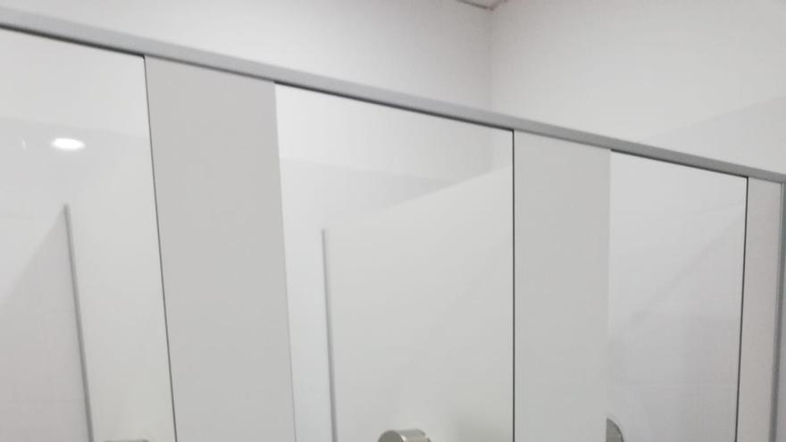 Baño donde apareció la cámara.