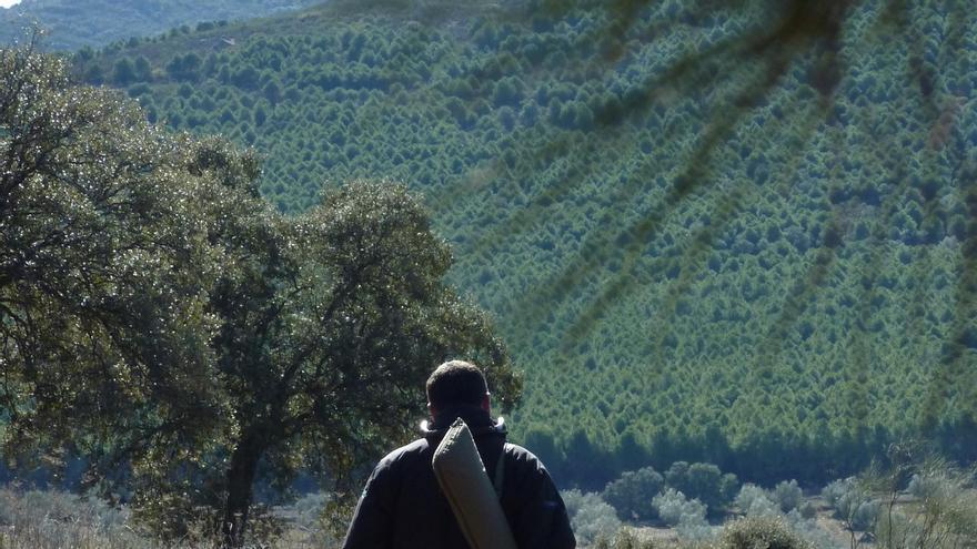 Perfil del cazador castellano-manchego: hombre, mayor de 46 años y un sueldo de unos 2.000 euros