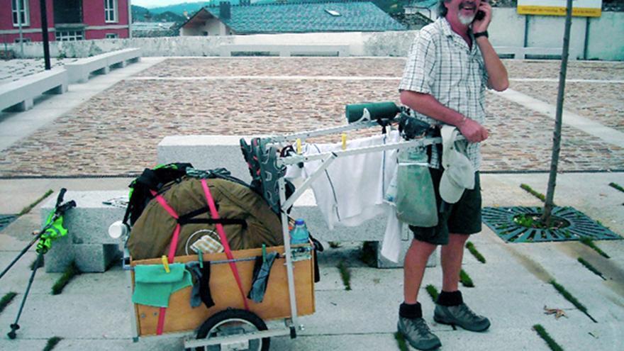 Ingenioso invento de un francés que recorrió España por caminos y senderos lo mas autónomo posible. Remolcaba este ingenioso invento con un arnés de escalada, pudiendo además, secar la ropa durante la ruta.