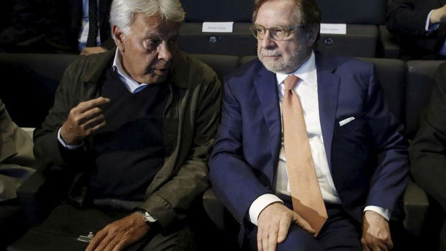 Felipe González y Juan Luís Cebrián. (EFE)