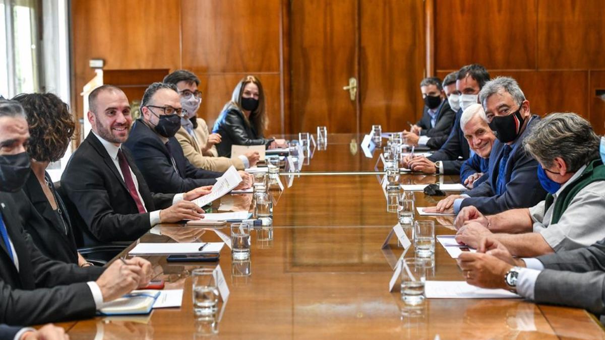 Martín Guzmán y Matías Kulfas encabezaron la reunión con integrantes del sector automotriz