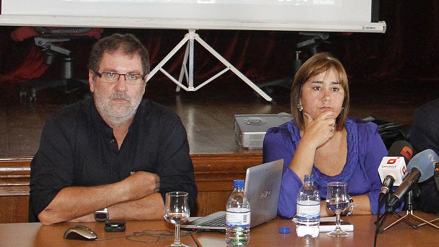 El urbanista Jorge Coderch y la alcaldesa de Yaiza, Gladys Acuña.