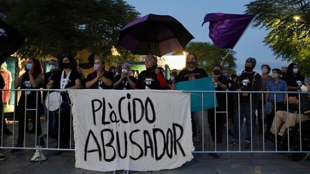 Protestas contra Plácido Domingo antes de su actuación en Mérida, el 25 de septiembre de 2021