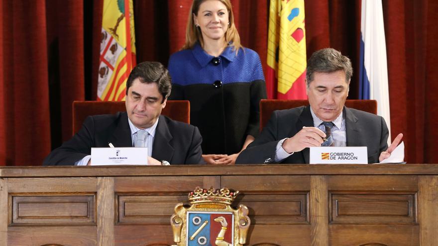 Firma del convenio sanitario entre Castilla-La Mancha y Aragón. Foto: www.castillalamancha.es