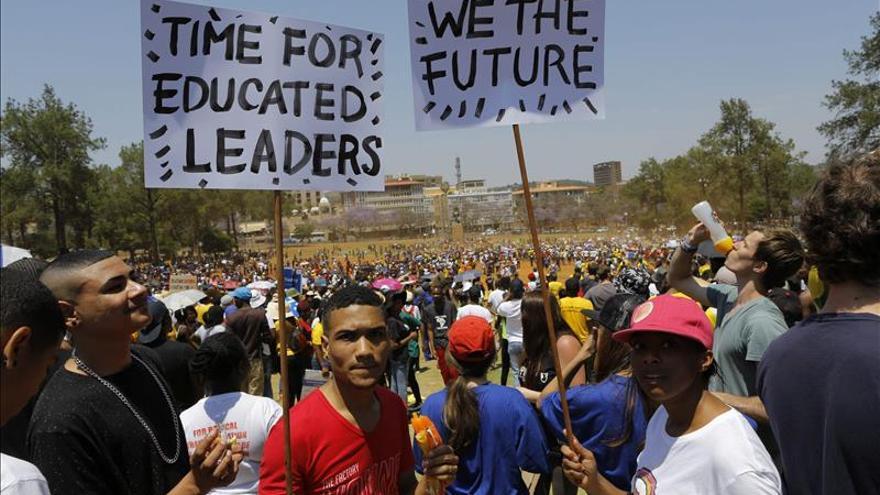 Miles de universitarios marchan a Pretoria para pedir al Gobierno que baje las tasas