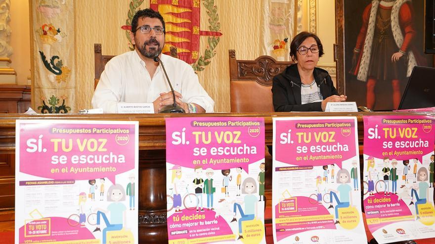 El concejal Alberto Bustos durante la presentación de los presupuestos participativos.