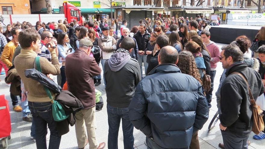La plaza Bibrambla de Granada ha acogido la segunda edición de 'La Universidad a la calle y la calle a la Universidad'.