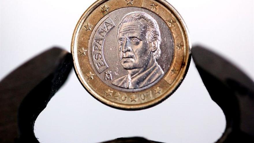 El euro sube hasta los 1,0447 dólares en Fráncfort
