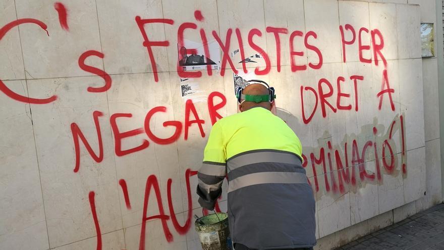 Cs denuncia en los Mossos una pintada en su sede de Lleida que tacha al partido de fascista