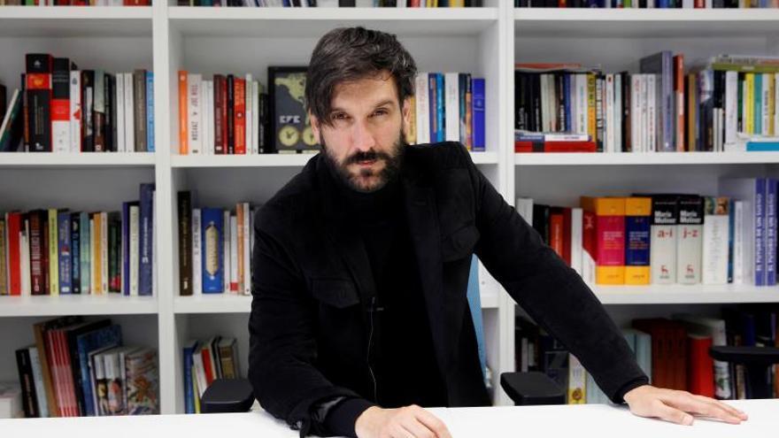 El fotoperiodista Ricardo García Vilanova durante una entrevista con Efe.