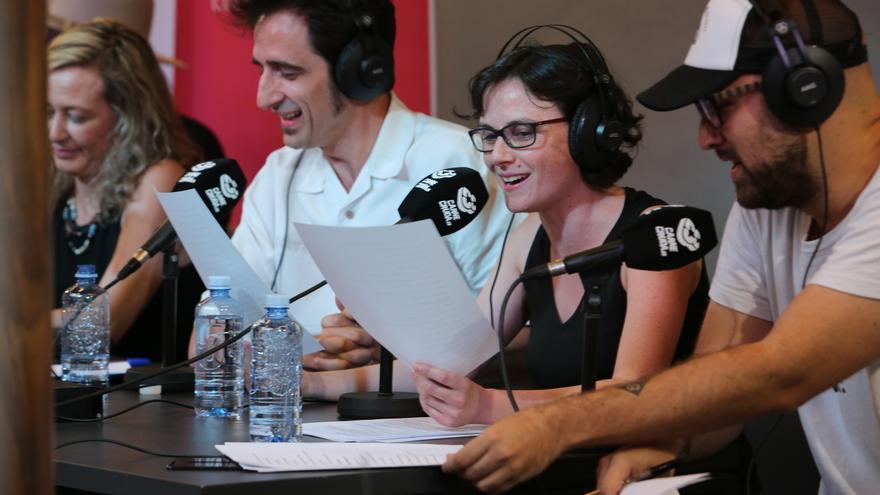 Javier Gallego, Rocío Gómez y Manu Tomillo en un sketch de Carne Cruda