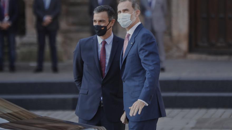 Elpresidente del Gobierno, Pedro Sánchez y el Rey Felipe VI