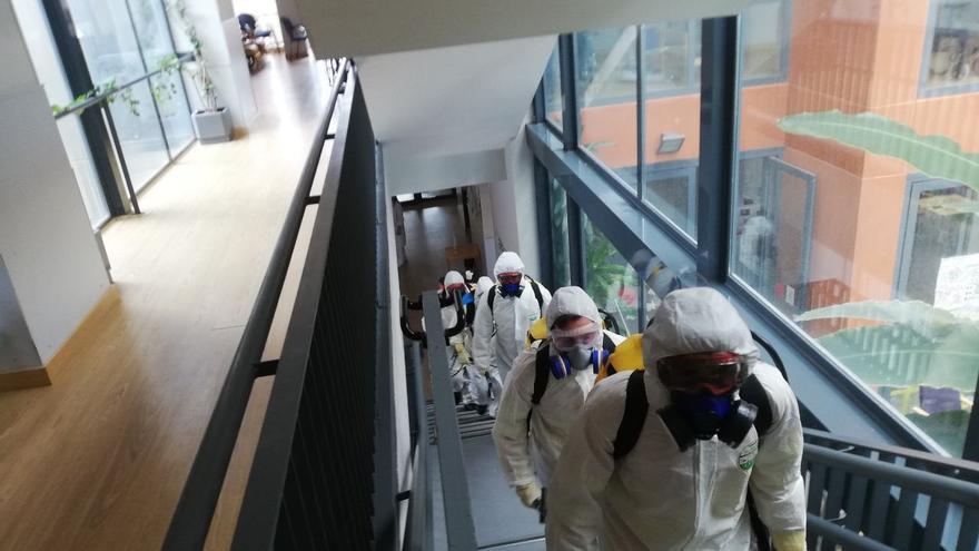 Equipos de Geacam en tareas de desinfección en residencias de mayores durante la pandemia