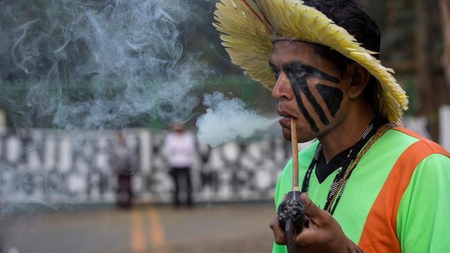 Los indios guaraní protestan en Sao Paulo contra la reducción de su tierra