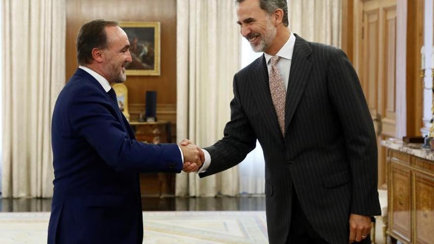 El rey prosigue con Javier Esparza (UPN) sus reuniones con los partidos