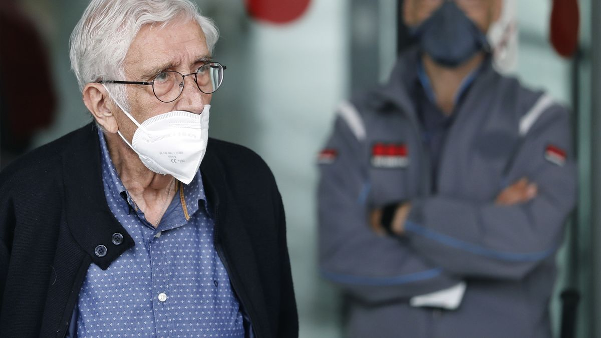 El extesorero de CDC Daniel Osàcar, condenado por el caso Palau, a su salida de la Ciudad de la Justicia de Barcelona. EFE/Andreu Dalmau