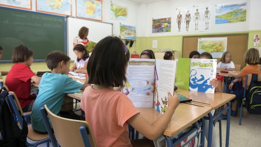 """El consejero de Educación espera tener """"resuelto"""" el calendario escolar en la tercera semana de mayo"""