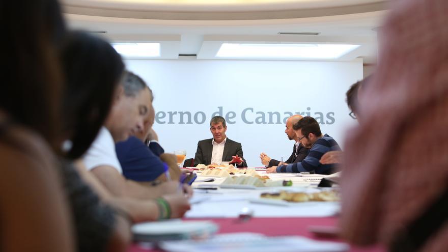Fernando Clavijo haciendo balance de su primer año en un encuentro con la prensa