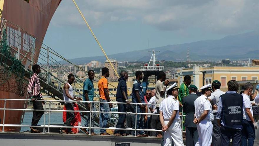 AI denuncia que Italia viola los derechos de inmigrantes bajo presión de UE