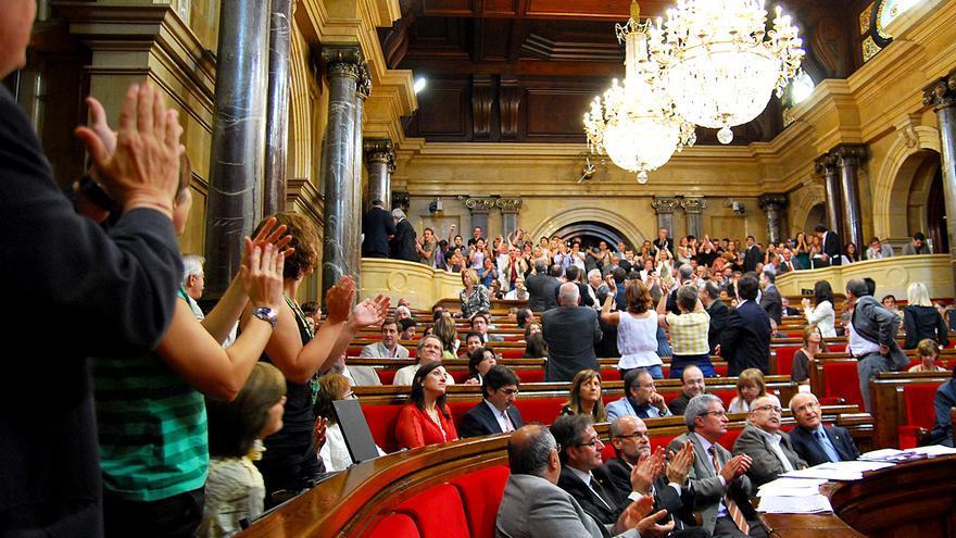El Parlament catalán tras la votación final que aprobó en 2010 la abolición de las corridas de toros en Catalunya. Foto: Plataforma PROU