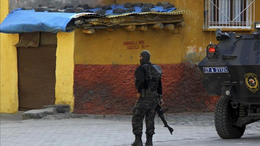 Al menos un soldado muerto y 19 heridos por el PKK en el sureste de Turquía
