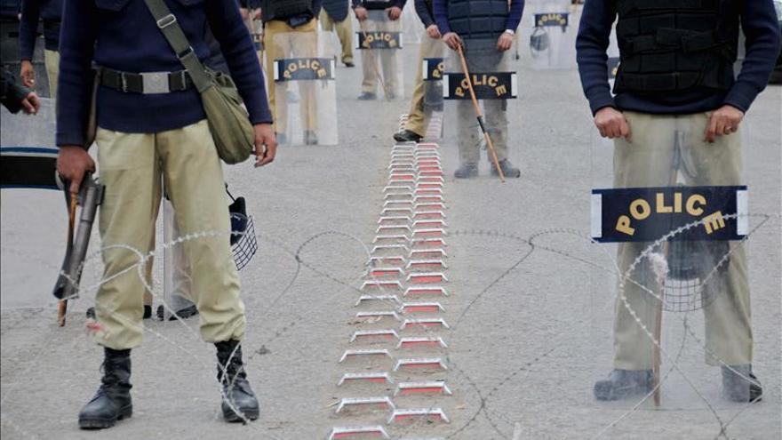Tres muertos en un atentado contra líder ultraortodoxo suní en Pakistán