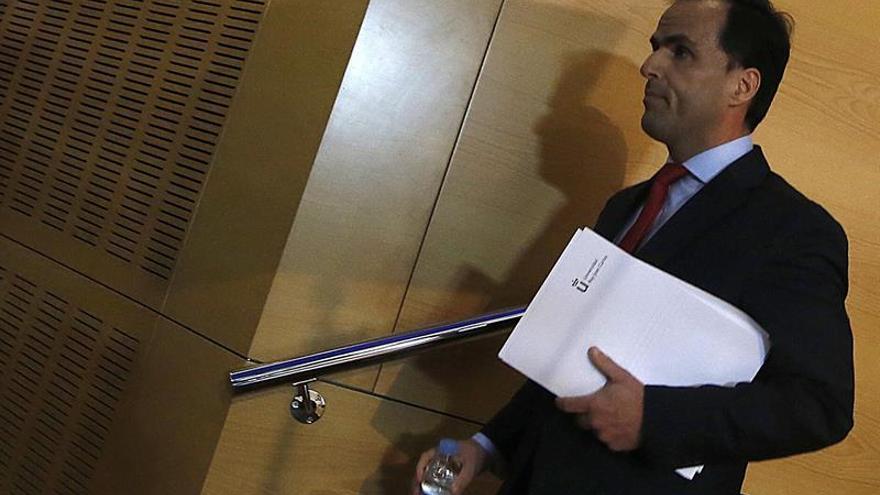 El rector de la Rey Juan Carlos defiende su honradez en una carta a los alumnos