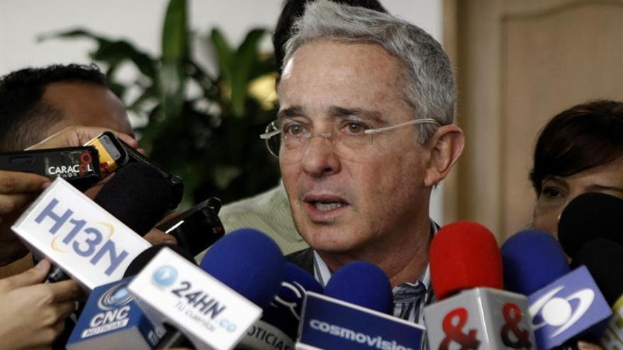 Uribe crítica la supuesta presencia de soldados cubanos en las zonas de concentración con las FARC