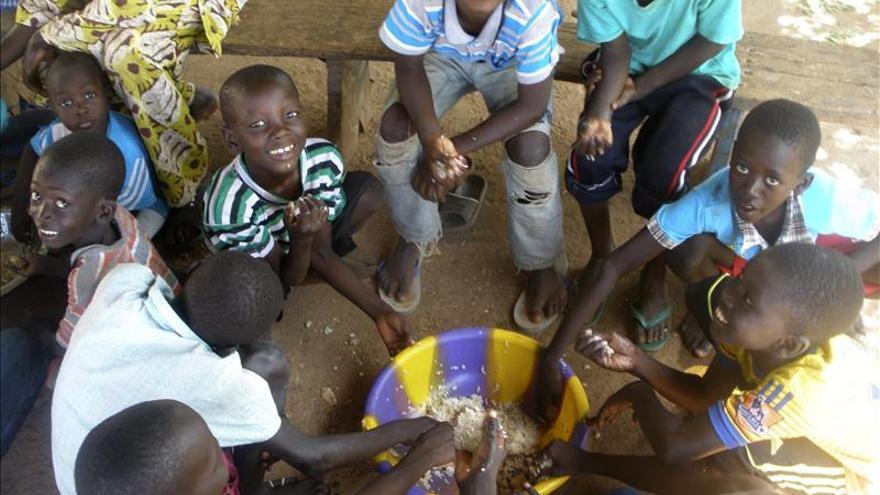 Una anciana muere por ébola en Mali, donde la epidemia se extiende
