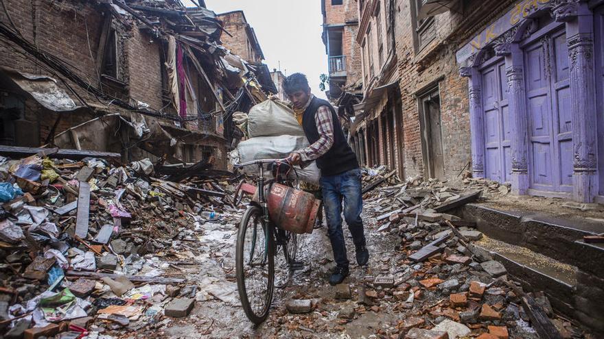 En Bhaktapur, ciudad  a 13 kilómetros al este de Katmandú, el terremoto ha sido devastador. La antigua capital de Nepal, Patrimonio de la Humanidad por la UNESCO, ha quedado prácticamente arrasada. Foto: Prashanth Vishwanathan/ActionAid