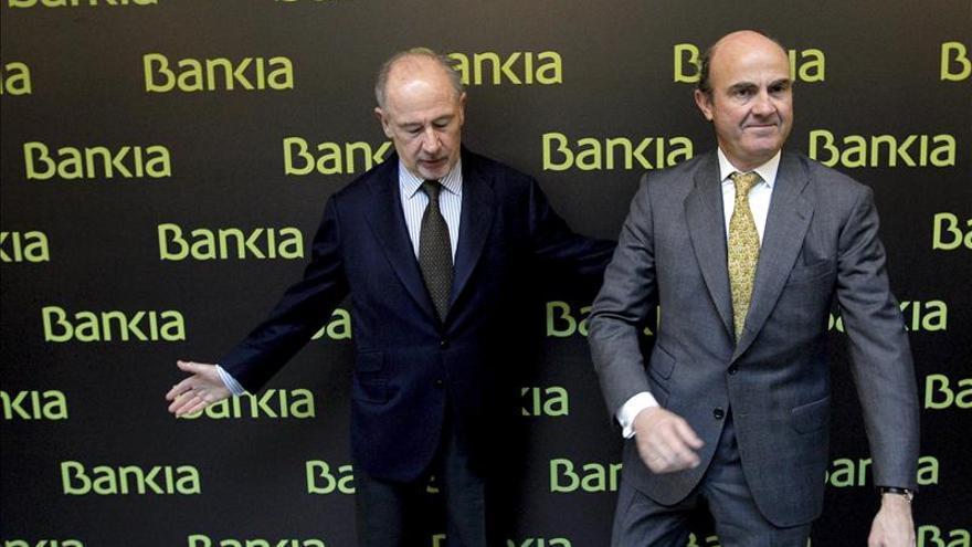 El ministro de Economía y Competitividad, Luis de Guindos, y el expresidente de Bankia Rodrigo Rato. / Efe