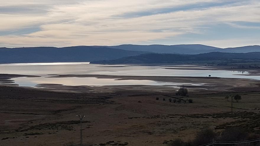 El Gobierno de Cantabria se dirigirá al de España para garantizar el agua tras la negativa de Aragón
