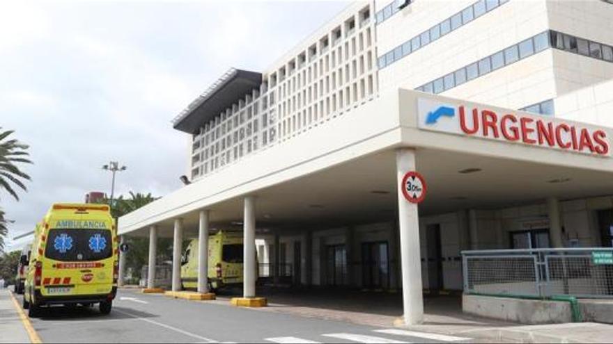 Los brotes de COVID-19 dentro del Hospital Insular de Gran Canaria suman ya 85 casos: 50 trabajadores y 35 pacientes